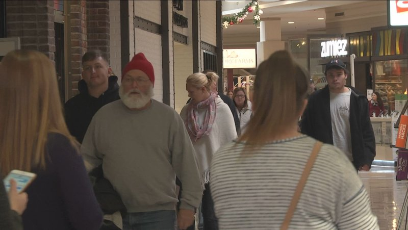803d8c39f81e2 Last Minute Shopping Crowds Thought to Rival Black Friday